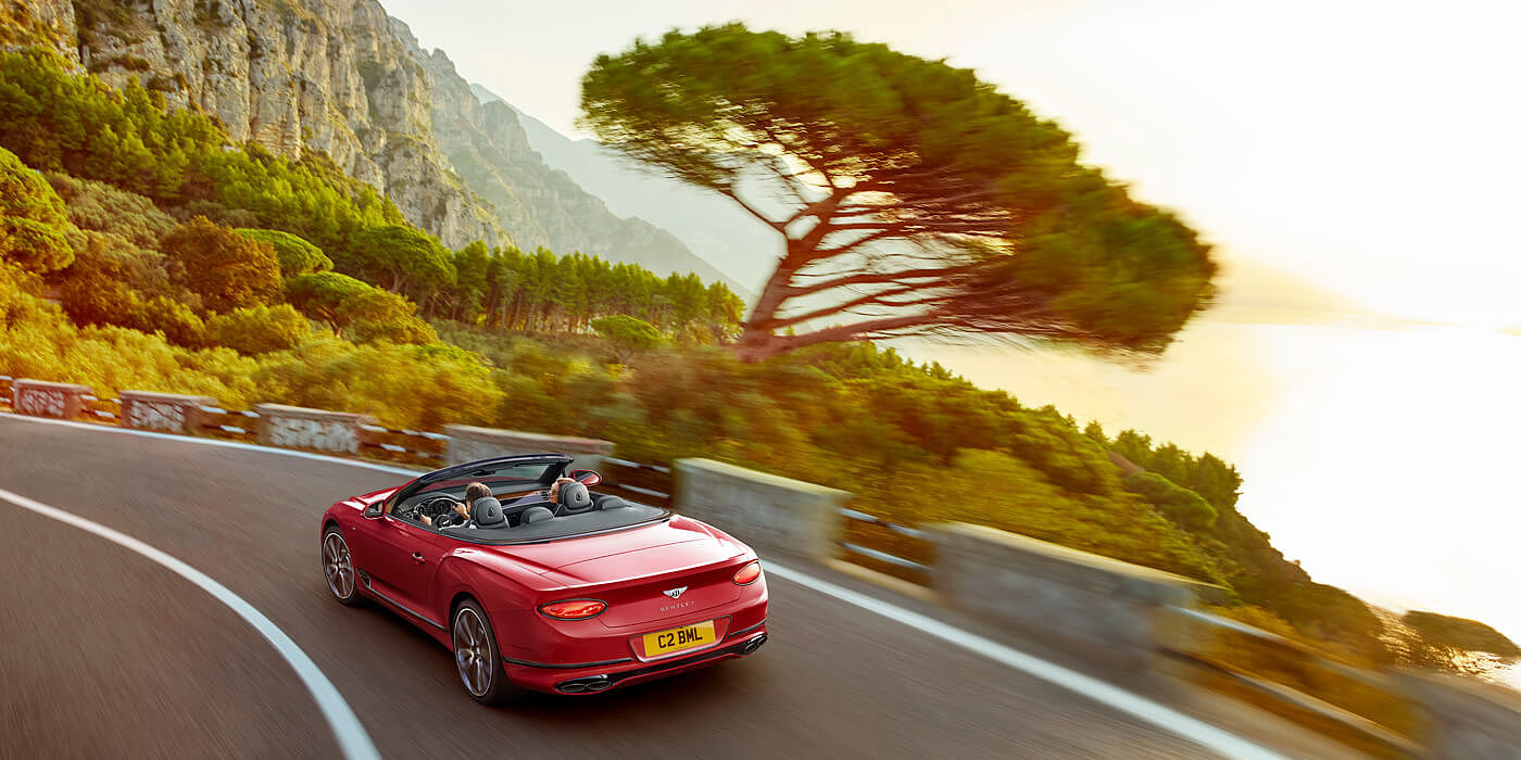CONTINENTAL-GT-V8-CONVERTIBLE-DRIVING-ON-MOUNTAIN-ROAD